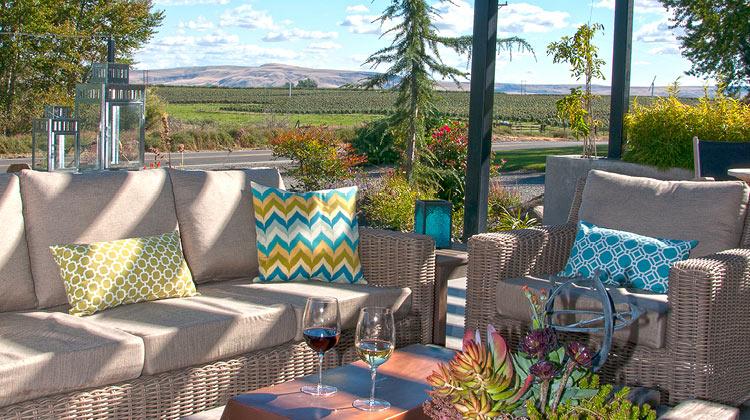 Outdoor patio at Pontin Del Roza's tasting room in Prosser